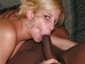 femme sexy du 62 exhibe son vagin